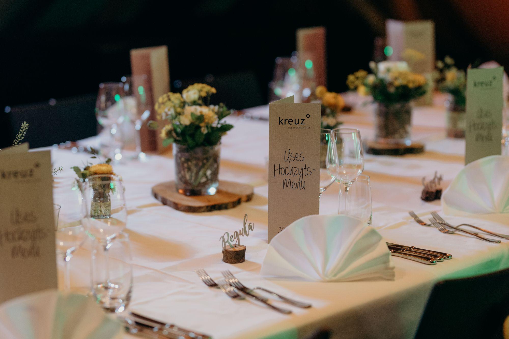 Tische Hochzeitslocation im Dachstock