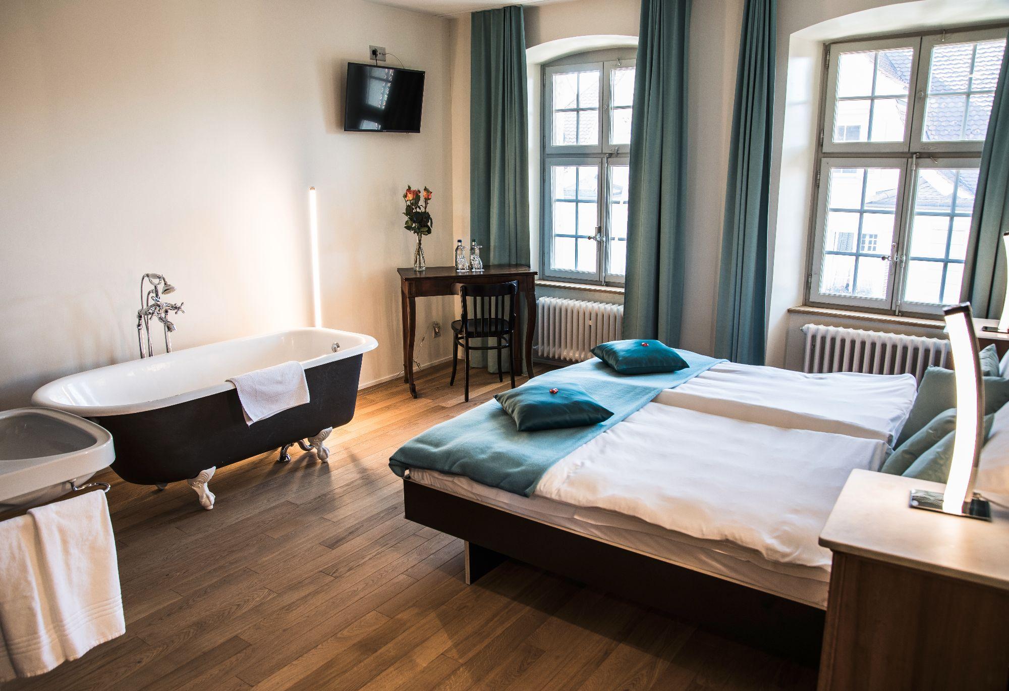 Capuziner Saal Zimmer 26.jpg