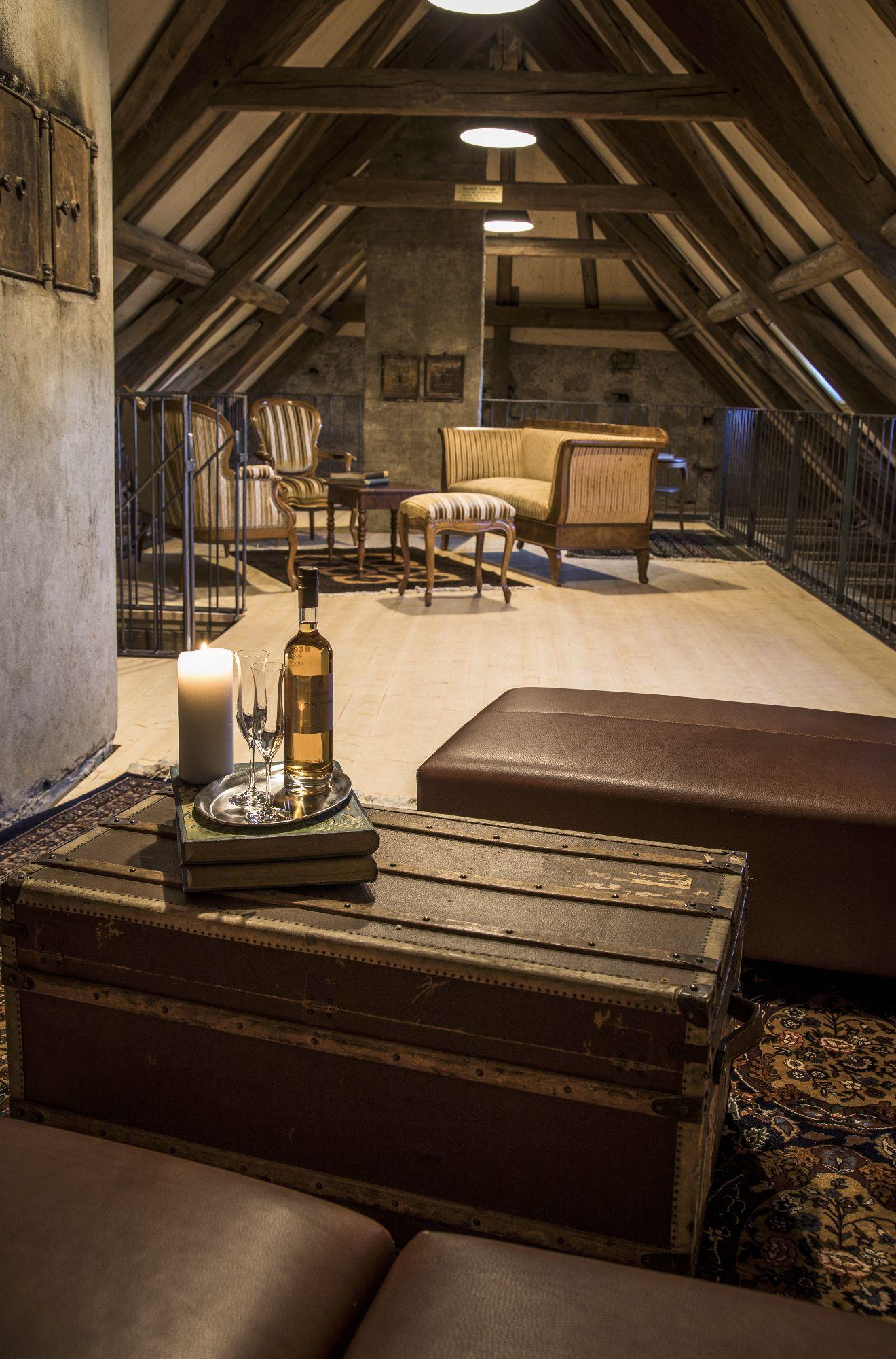 Lounge Dachstock.jpg