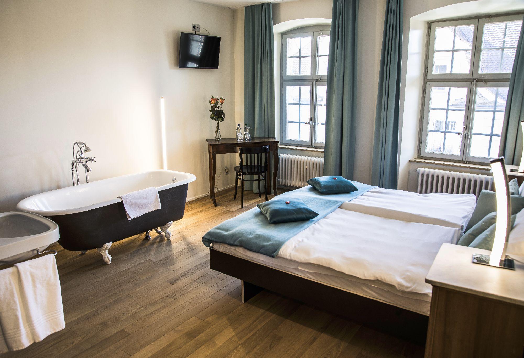 Wellness Zimmer mit Badewanne